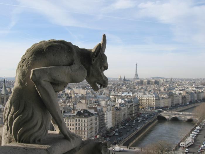 Gargoyle di Parigi, spunto per la Coppia di Leoni in Marmo
